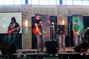 luke-in-worship